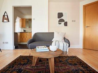 Sonder | Jermyn Street | Lovely 1BR + Laundry