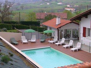 Maison à louer dans un endroit calme avec piscine privée
