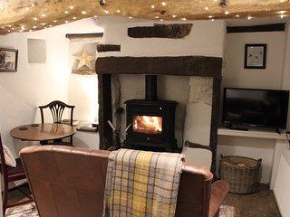 Beebole Cottage, nr Askrigg & Hawes, sleeps 2, cosy with logburner & mod cons