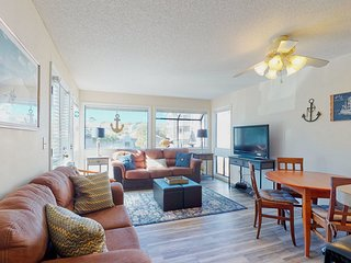 Condo w/2 shared pools, hot tub, tennis courts, & more - snowbird friendly!