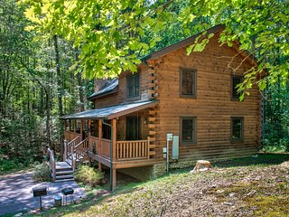 Family-friendly cabin home w/private hot tub, Jacuzzi tub.