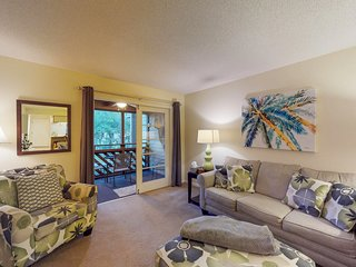 Welcoming condo with shared pools, hot tub, & sauna near beaches and more!