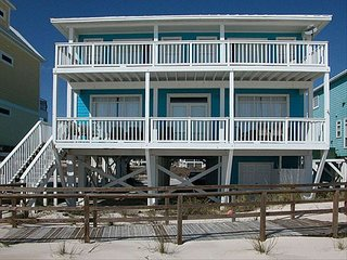 March Special! OCEANFRONT, 2  Pools, Hot Tub, Gated Community, by Nature Reserve