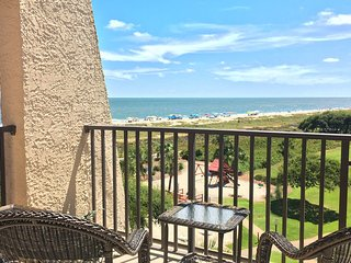 Oceanview villa w/ shared hot tub, pool & resort amenities - walk to the beach!
