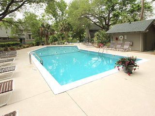 Condo on Palmetto Dunes waterway, shared pool access, w/ beach across street