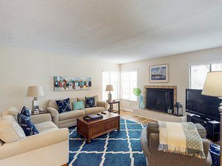Lovely condo w/ swimming pools & private balcony - less than a mile to the beach