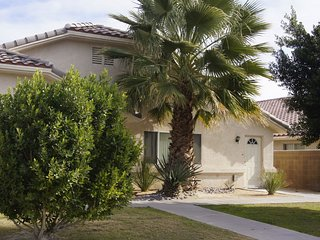 PALM SPRINGS VACATION RENTALS, WITH FRIENDS OR FAMILY, FREE WiFi, 10% DISCOUNT!!