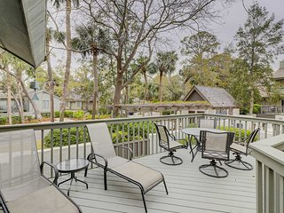 Spacious villa w/ deck & shared outdoor pool - just 400 feet from the ocean!