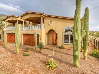 Tuscan-style villa w/ amazing desert views, balconies & shared pool - 2 dogs OK!