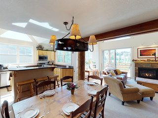 Ski-in/ski-out townhome w/ private hot tub & paid access to a shared pool