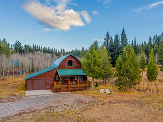 NEW LISTING! Spacious cabin w/ fireplace - less than eight miles to Yellowstone