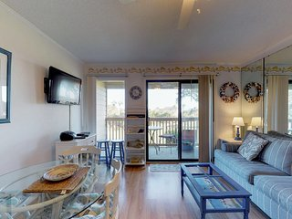 Condo w/ shared pool, hot tub, tennis, and a walkway that leads to the beach