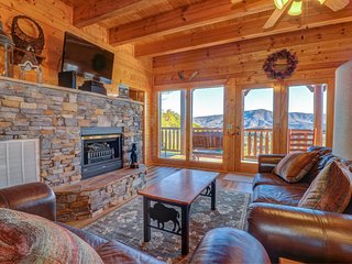 Mountaintop cabin w/ hot tub, game room, 2 decks & amazing view - 2 dogs OK!