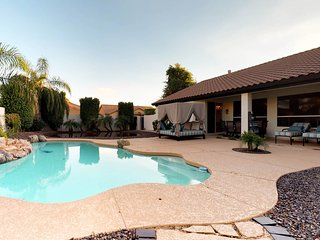Scottsdale home w/private pool, hot tub & grill- near shopping!