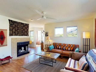 NEW LISTING! Catalina Foothills condo w/balcony, views & shared pool, hot tub!