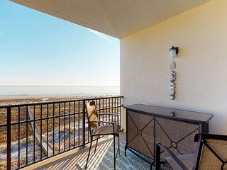 Gulfside upper-level condo with shared pool and hot tub moments from the beach