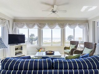 Waterfront condo with shared hot tub, pool, tennis, and ocean view