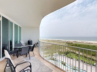 NEW LISTING! Upscale, waterfront resort condo w/ shared pool, hot tub, & tennis