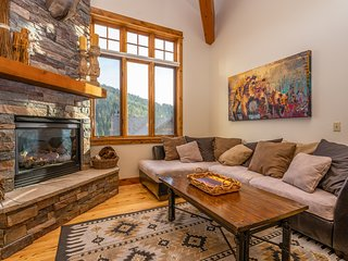 NEW LISTING! Big Sky condo w/private hot tub, fireplace & 360 degree views