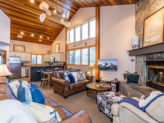 Ski-in/out stunning Big Horn condo - walking distance to ski resort & shopping!