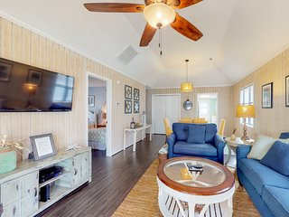 Snowbird friendly beach house w/ shared pool - walk to the beach!