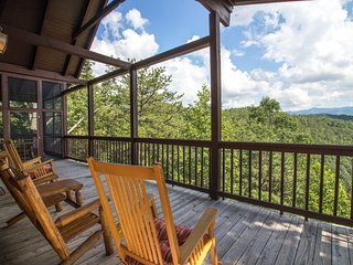 Dog-friendly hillside cabin with private hot tub and stunning views!