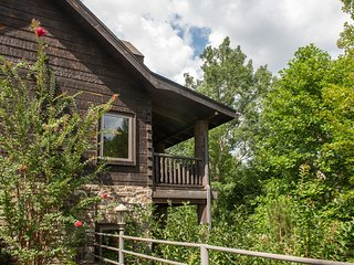 Gorgeous & secluded log house w/ a game room, hot tub, & three gas fireplaces