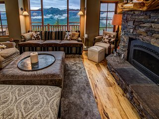 Ski-in/ski-out home w/ mountain views, private hot tub, shared pool