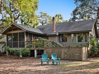 NEW LISTING! Cozy cottage w/screened porch, deck & views-near golf & beach
