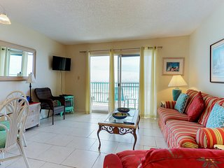 Gulf-front condo w/balcony, beach access & shared hot tub/pools