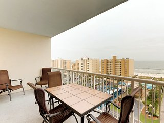 NEW LISTING! Condo with free WiFi, shared pools & hot tub, easy access to beach