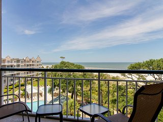 Stunning oceanfront condo with shared pool & hot tub and breathtaking views!