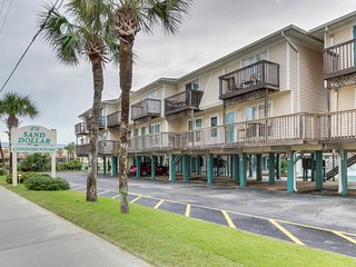 NEW LISTING! Gulf-view condo with access to shared pool & beach access