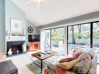 Cozy house w/ private pool, spa & nearby beach access - dogs ok!
