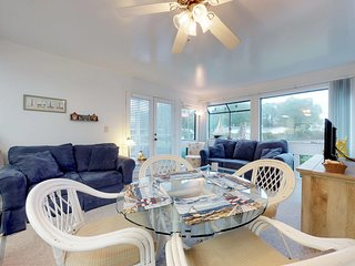 Lovely condo w/ shared pool/hot tub & resort amenities - 5 minutes to beach!