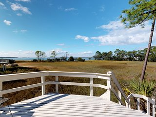 Treehouse villa with marsh and Calibogue Sound views, dog-friendly!