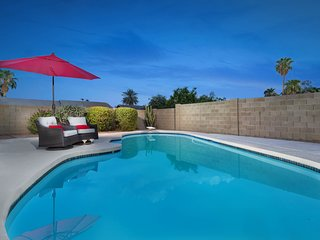 Spacious home w/private pool - near shopping, outdoor activities, dogs ok!