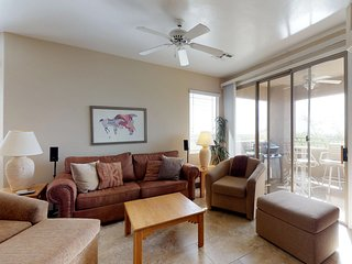 Newly remodeled condo w/ shared pool and hot tub - dogs welcome!