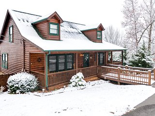Cabin w/ a private pool & hot tub, front & back decks, sweeping views!