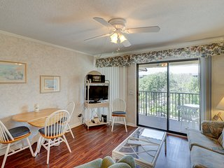 Condo w/ private balcony, shared pool & hot tub - minutes from the beach