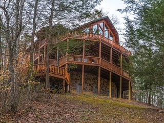 Upscale cabin w/ private hot tub, game room, & shared seasonal pool access!