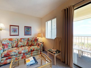 NEW LISTING! Cozy, waterfront Gulf condo w/ beach access, shared pool & hot tub