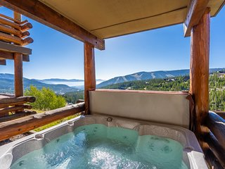 NEW LISTING! Ski-in/out condo w/private hot tub, fireplace & breathtaking view