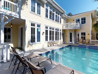Enormous house with private pool & spa, game room, 100 steps to the beach!