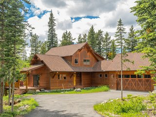 Spacious upscale ski in/out family home w/hot tub & views!