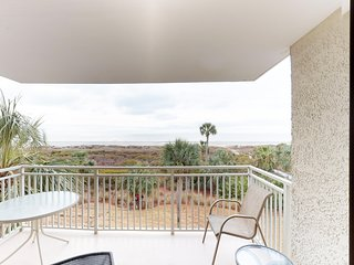 Oceanfront villa, shared pool, hot tub, and easy walk to the ocean!