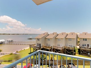 NEW LISTING! Waterfront condo w/ beach access, shared pool, hot tub, & tennis