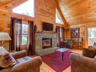 NEW LISTING! Dog-friendly cabin w/ hot tub, pool table & decks - close to town