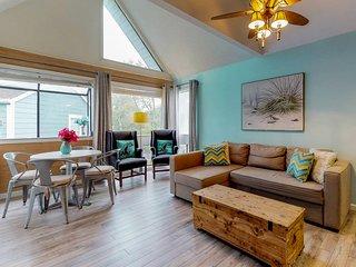 Snowbird-friendly resort condo w/shared hot tub, pools, sauna & on-site tennis