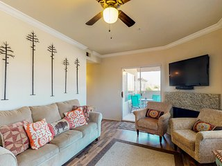 NEW LISTING! Newly remodeled condo w/shared pool, hot tub & tennis